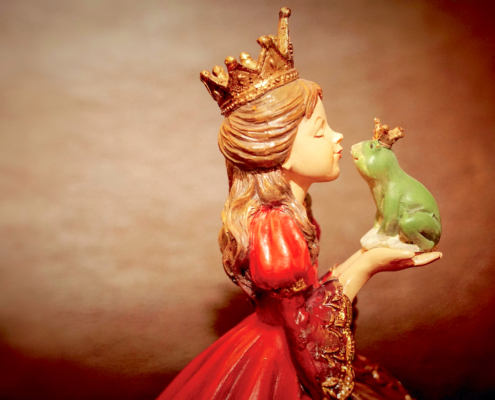 Figurine Woman and Frog